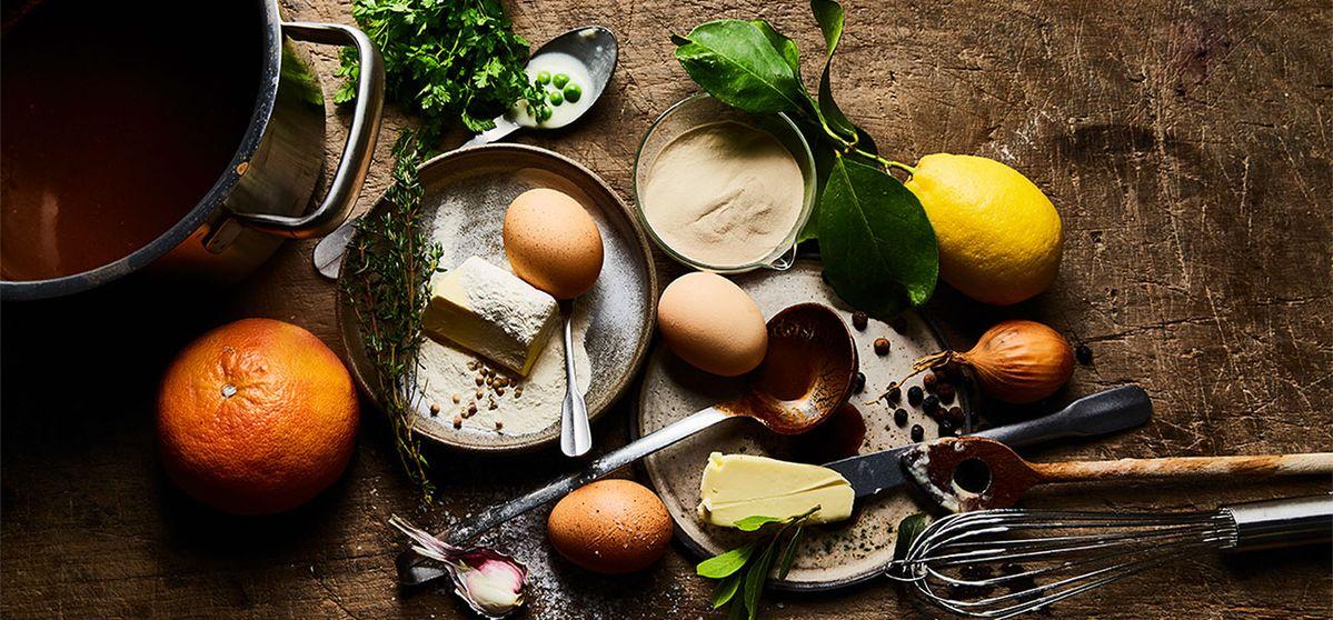 Деликатно овкусените леки сосове имат силна традиция в много европейски кухни. Разберете коя е тайната зад кремообразната им консистенция и се запознайте с техниката за брашнена запръжка Roux --> https://bit.ly/3htXDCh