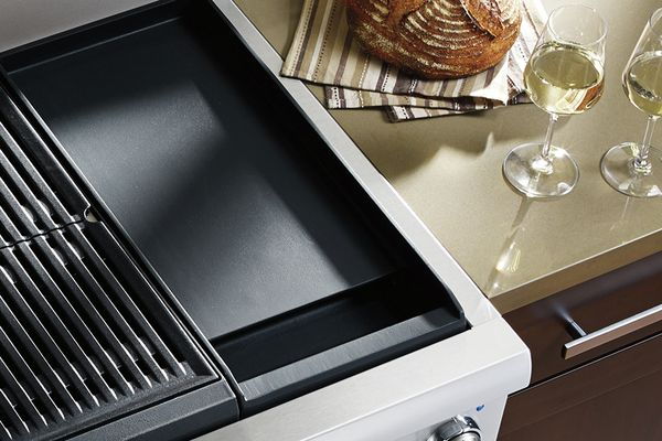 MCIM02696088_thermador-ranges-with-grill-griddle-removable-griddle-with-wine-glasses_960x640